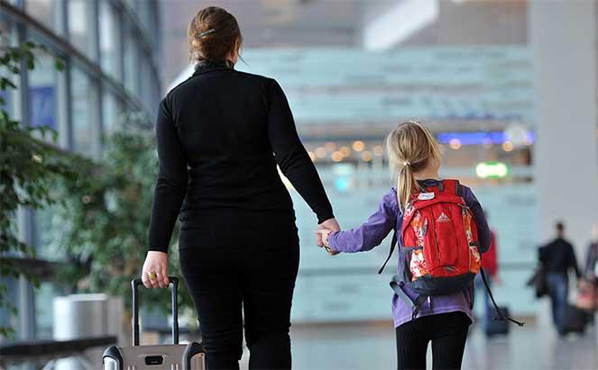 Поездка с детьми за границу: как вписать малыша в загранпаспорт родителей