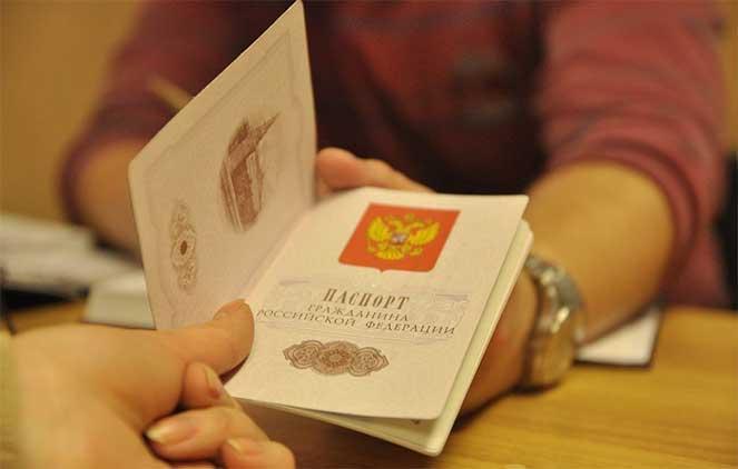 Фото в паспорте, можно ли заменить и как это происходит в  2018  году