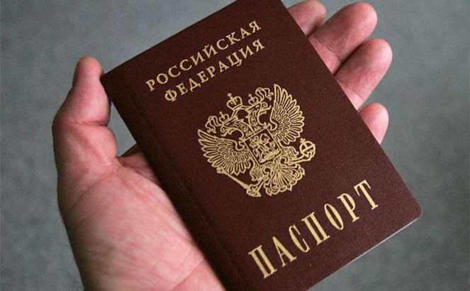 Нужно лироссиянину всегда иметь при себе паспорт